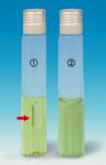 &#10112; <i>Escherichia coli<i> (plynová bublina, označena šipkou)<br>&#10113; Nenaočkovaný bujón